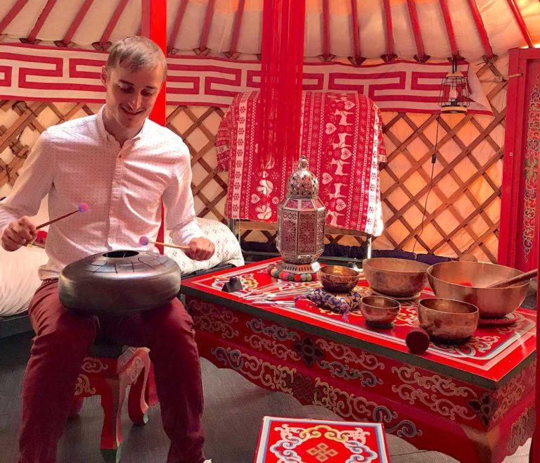 yourte sonothérapie bain sonore thomas piquet nettoyage subtil bols tibétains tank drum