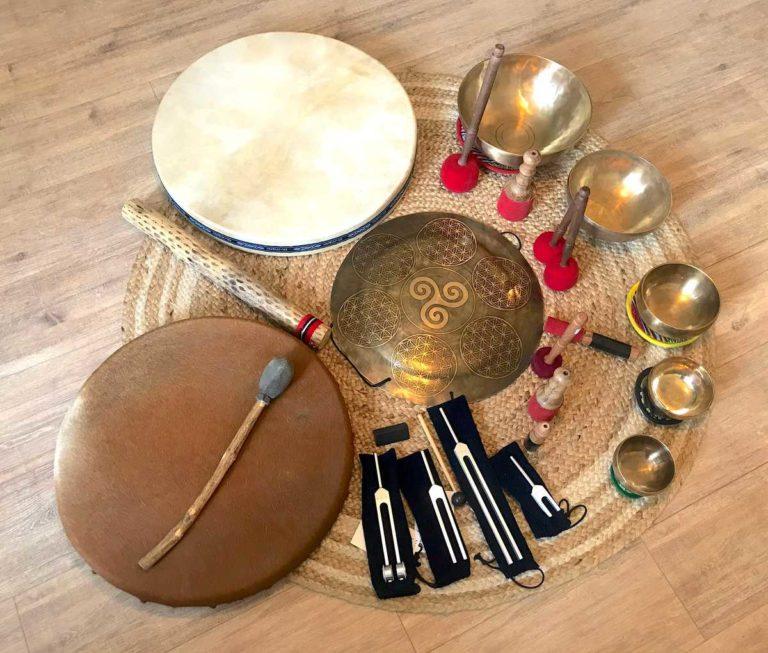 sonothérapie instruments bain sonore tambour bol tibétain gong thomas piquet nettoyage subtil